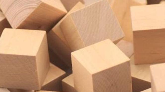 QR-Codes auf Holzwürfeln