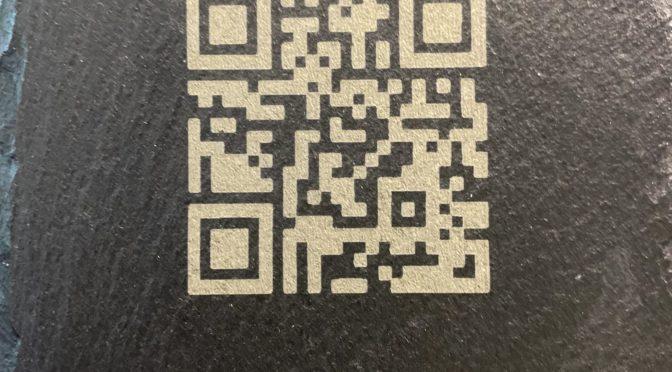 Digitale Gästeliste mit QR auch auf Schiefertafeln und Bierdeckeln verfügbar